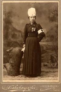 1909(明治42)年,ICNロンドン大会より帰国した萩原タケ,所蔵:日赤看護大学史料室